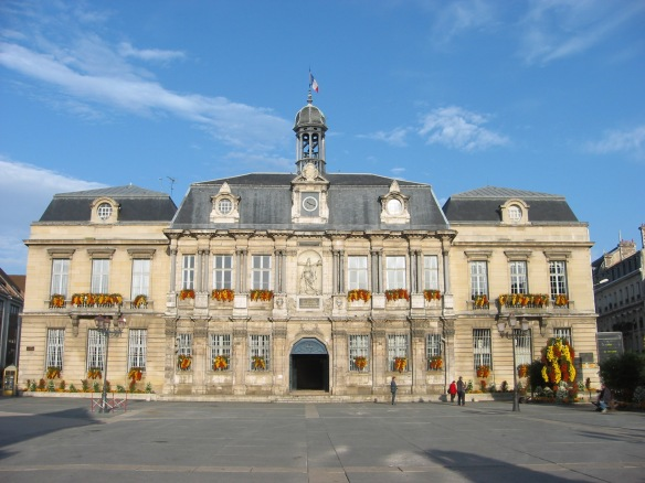 Hôtel de Ville in Troyes' Old Town (photo found online)